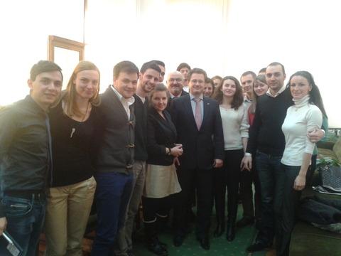 Ministrul Costoiu si studenții CLujeni
