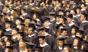 Studentii-critica-organizarea-pripita-a-programelor-postliceale-in-universitati